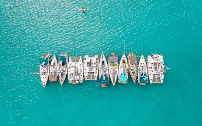 yachts in the sea parked next to each other in a bright blue water
