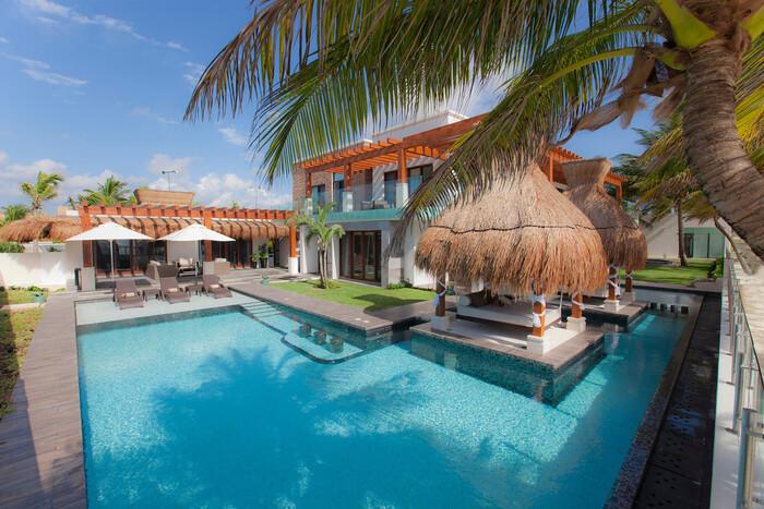 Azul Villa Esmeralda romantic villas in Mexico large outdoor pool with a palm tree open spaces